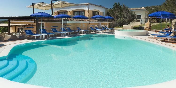 parco con piscine dell'hotel stellemarine